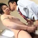 【ゲイ動画 xvideos】ビキニ姿がまぶしいイケメン男子高校生にムラムラしちゃったゲイ教師がたまらずアナルファック!!
