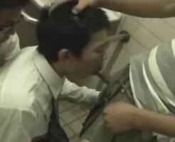 【ゲイ動画 pornhub】鬼畜レイパーがノンケサラリーマンを尾行して公衆トイレに連れ込んで強制イラマチオ!