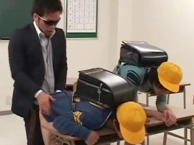 【痛いよ痛いよエロ動画】3年G組ショタコン先生!「おしり痛いよぉ」と泣き叫ぶ小○生を教室FUCK!!