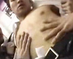 【ゲイ動画 redtube】妻には言えない・・・通勤電車でゲイ集団に痴漢レイプされてアナルファックで悶絶サラリーマン