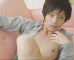 【ゲイ動画 pornhub】美男子のデカマラに夢中!かなりの美少年が、カメラの前のあなたを誘惑するゲイの為のイメージビデオ