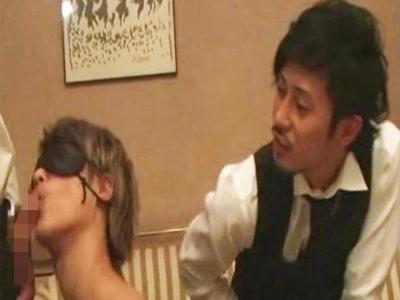 【ゲイビ無料】かわいいイケメンの新人ホストに足やちんぽ舐めさせ優越感にひたるサディスティックな店長