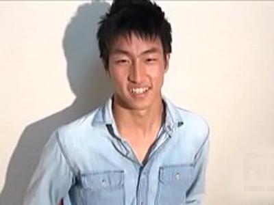 【ゲイ動画無料】そりかえる巨根!18歳の素人イケメンがナンパされて薄いモザイクの中、若いちんぽがゲイ愛撫に悶える!