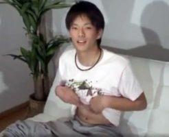 【ゲイ動画 pornhub】大学生ぐらいの少年が指アナと高速手コキで2度イかされ腹部がずぶ濡れw