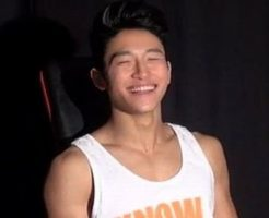【無修正 ゲイ動画 xvideos】笑顔が素敵な筋肉イケメンくんの初めてをいただきます!