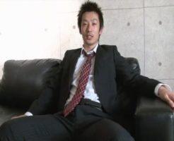 【ゲイ動画 pornhub】イケメンゲイサラリーマンがソファでうっとり快楽攻めされる!