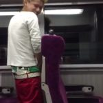 【vine動画】電車の中で小便すなってww