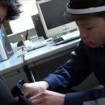 【ゲイ動画 pornhub】「オレの警棒で、ケツマンかき回してやるよ!」変態銀行員と警備員の秘密の残業!!