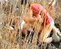 【無修正 ゲイ動画 pornhub】中●生みたいな少年が草むらに隠れて野外セックス!