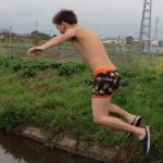 【vine動画】元旦のドブ川に飛び込むイケメン少年ww