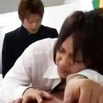 【ゲイ動画 erovideo】このシュチュエーション興奮する・・・放課後の教室で、イケメン学生のBLアナルファック!