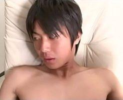 【ゲイ動画 xvideos】童顔イケメンのケツ穴指堀り!目隠ししてちんぽをシコり雄覚醒!