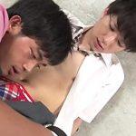 【ゲイ動画 xvideos】学生服の下の汗ばんだ体は蜜の味。ぶっかけ中出しBLケツ穴ファックで締まるアナルに激ピストン