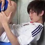 【ゲイ動画 xvideos】エロい雄汁出まくり!サッカーユニフォームのさわやかなモテ系イケメンを開脚ハメ撮り!