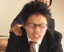 【ゲイ動画 sharevideos】プリ尻突出し知的なメガネのイケメンサラリーマンが昼間から枕営業でアナルファック!