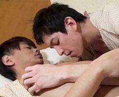 【無修正 ゲイ動画 xvideos】ハーフ顔のイケメンと朝からイチャラブBLえっち。絡み合う愛情と性欲でザーメンぶっかけ