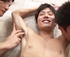 【ゲイ動画 xvideos】初対面のイケメン達が絆を深めるアナルファック乱交でちんぽもケツ穴もとろける濃密3P
