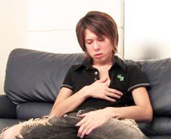 【無修正 ゲイ動画 pornhub】20代の素人イケメンのオナニーは即ちんこから触らず乳首をいじり本気のトロ顔淫乱手コキ