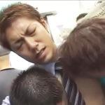 【ゲイ動画 xvideos】やめっ・・・やめてください・・・電車がハッテン場になりノンケの男子校生が痴漢レイプされてしまう!